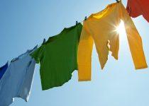 come togliere l'odore di sudore dai vestiti
