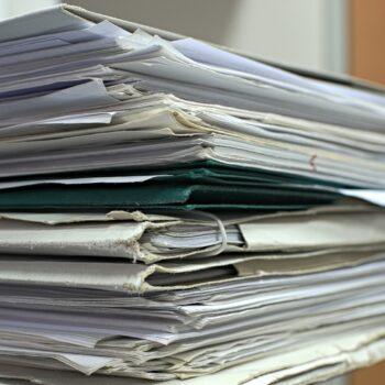 come togliere i punti metallici dai documenti