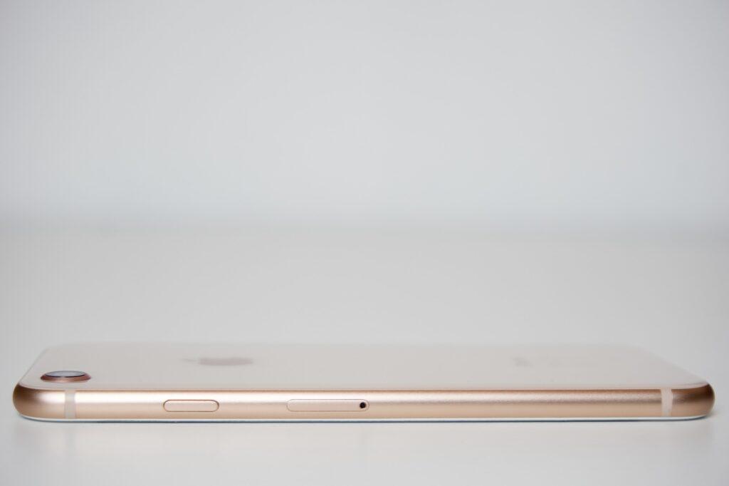 come togliere la sim card da un iphone