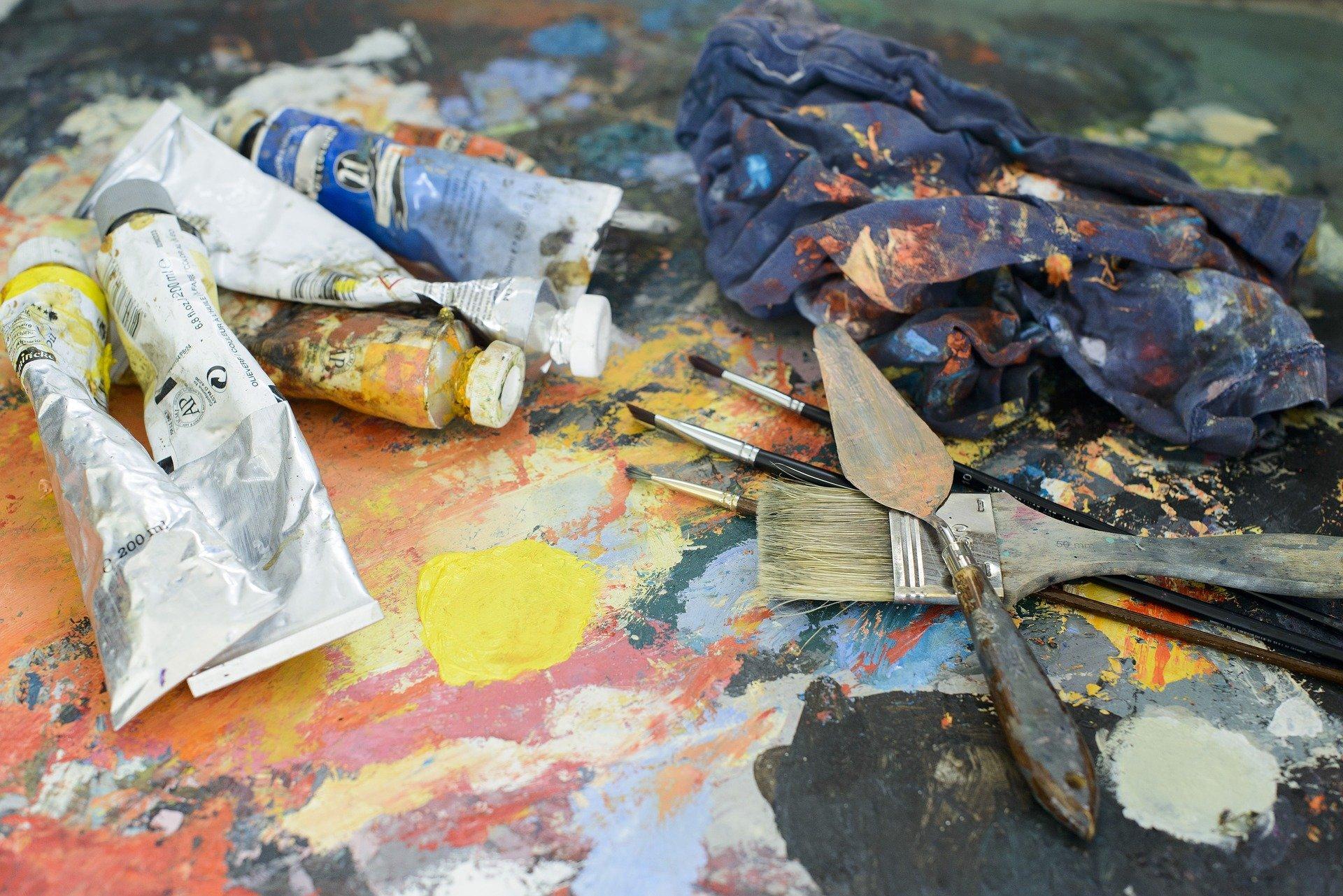 come togliere la vernice dalle scarpe di tela