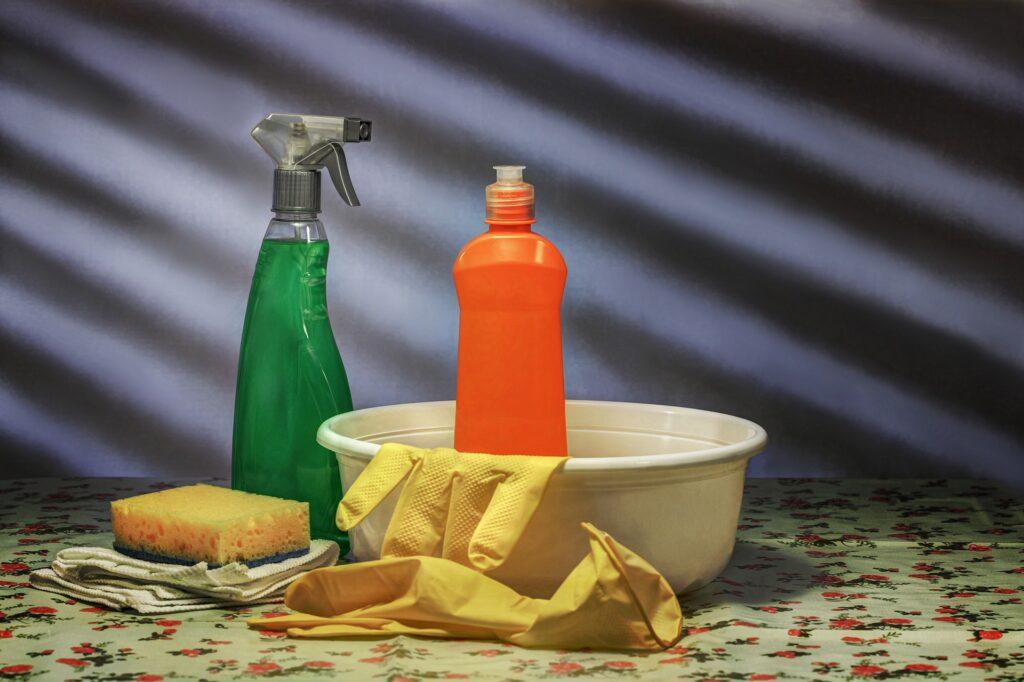 come togliere le macchie di olio dalla moquette