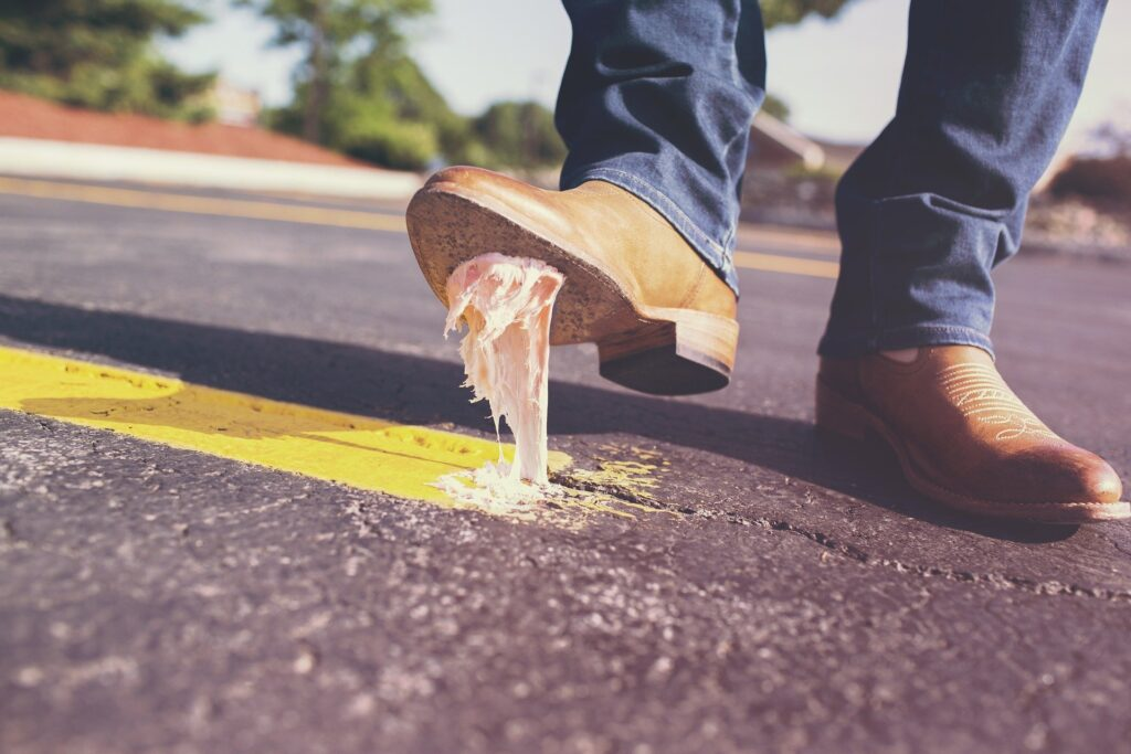 come togliere una gomma dal tappeto